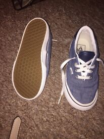 Like new size 9 vans daps only worn once