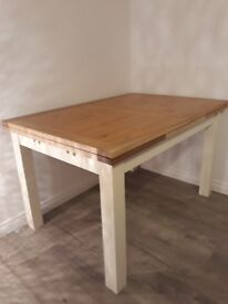 Oak extending dining table - excellent condition