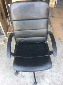 2 black office chairs £20 each