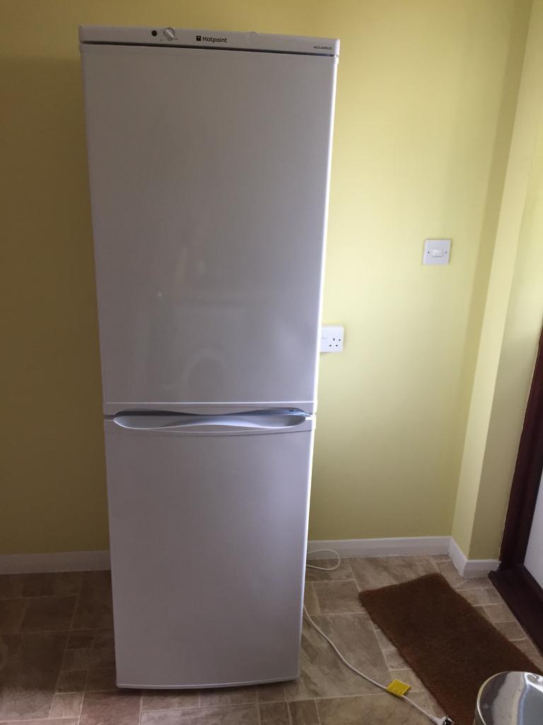 Hot Point Fridge Freezer (frost free FFAA52P)