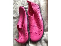 Pink size 4 speedo water shoes