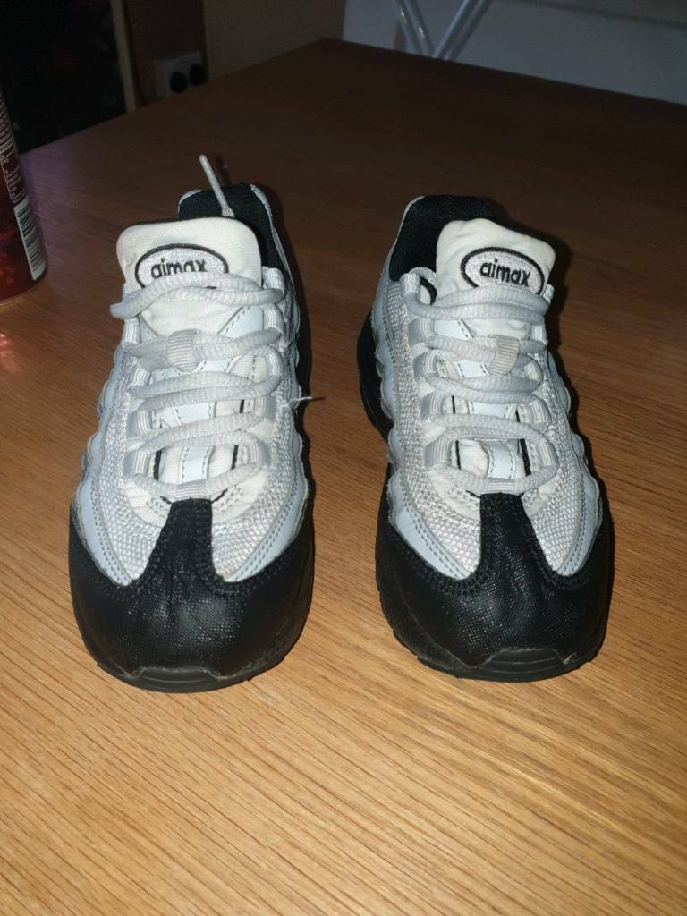watch bba28 f0f7d Boys Nike airmax trainers grey and black size 11