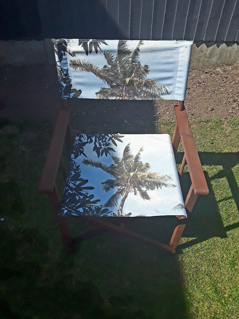 FOUR WOODEN DIRECTORS CHAIRS & FOLDING WOODEN TABLE