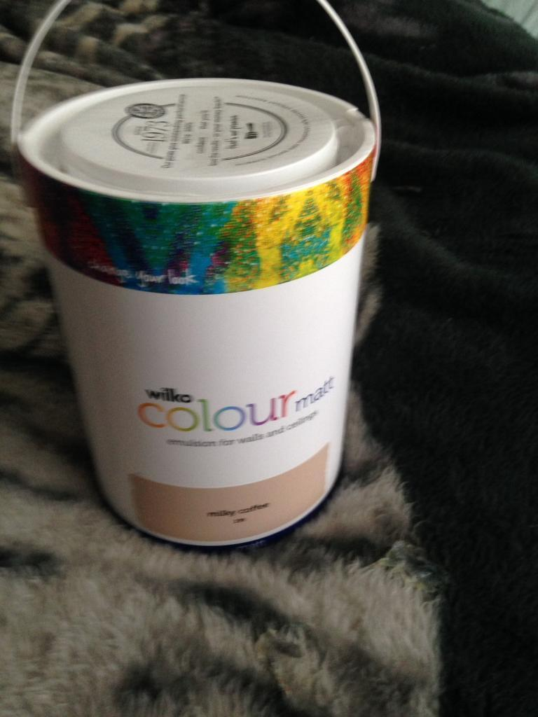 Emulsionin Grangemouth, Falkirk - 5 litre tin of emulsion colour milky coffee bought but not needed had enough left over so selling this unopened tin