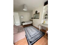 **FURNISHED 1 BED FLAT IN THE HEART OF VAUXHALL**