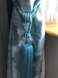 2 pair of fully lined eyelit curtains plus matching tie backs