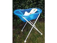 Baby bath tub and stand Tippitoes