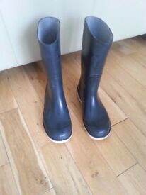 Rubber Wellingtons size 4