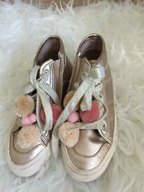 pom pom attached girl trainer from ZARA,worn just once ,size EU32 CN205/70 UK 13