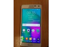 Unlocked Samsung Galaxy A5 (2015) Pearl White 16GB in Excellent Condition.