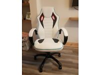 Desk / Gaming chair
