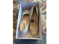 New - women high heel cream court shoes, UK size 4