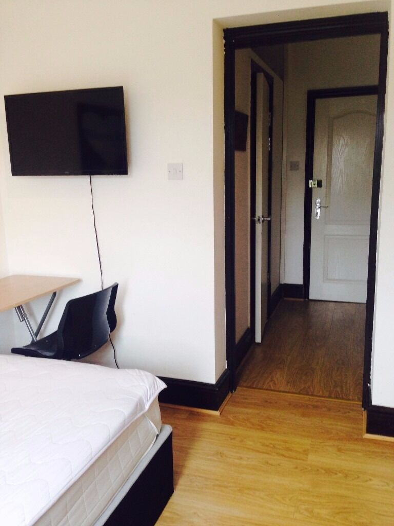 MODERN STUDIO FLAT TO FENT FOR ONLY £700PCM! CLOSE TO UPNEY & BARKING STATION!