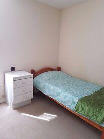 Single room, furnished, nr Laindon Station. House share. £100.00 pr week, 07538525988
