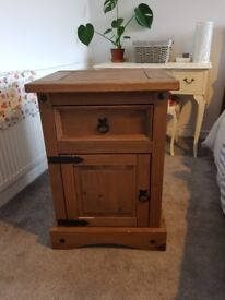 2x bed side tables