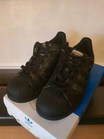 Womens Adidas superstars size 6