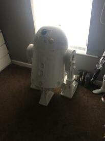 Life size 1.1 R2d2 Star Wars droid kit like new with all you should need to build