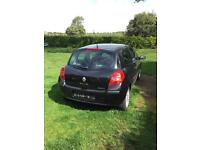 2006 Renault Clio. Damaged - Spares or repairs