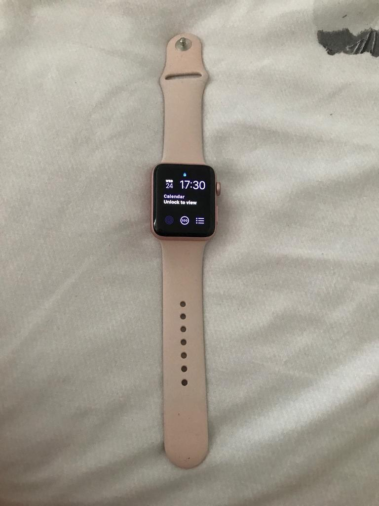 Apple series 2 42mm rose gold watchin Waddington, LincolnshireGumtree - Apple series 2 42mm rose gold watch. No box but has charger. No scratches. In good working condition. Still under warranty until September. Pick up only! No posting or swaps so please dont ask