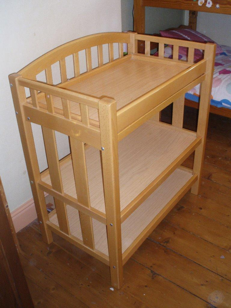 baby changing unit mamas papas in beech wood comes with baby bath very good condition. Black Bedroom Furniture Sets. Home Design Ideas