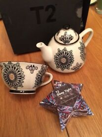 Beautiful T2 Teapot and Cup (new)