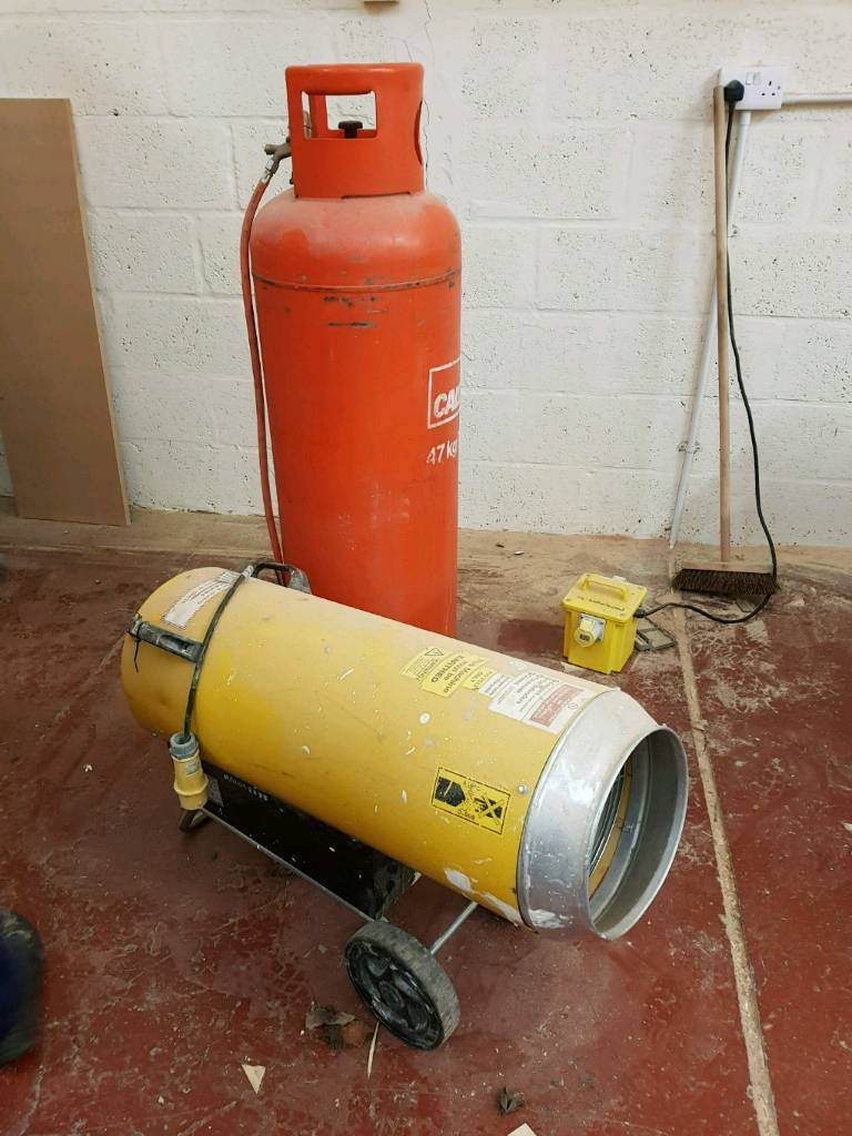 Space heater and gas bottle