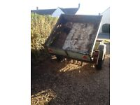 Small braked trailer axle and hitch