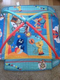 Ladida baby play mat in blue.
