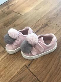 Super cute H&M Pom Pom baby trainers infant size 18/19