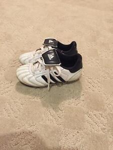 Youth size 11 soccer cleats Cambridge Kitchener Area image 2