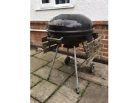 Small round Barbeque / BBQ with fold down sizes
