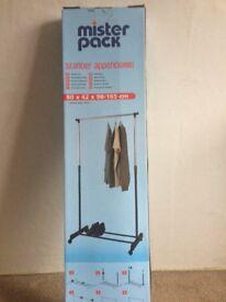 Portable clothes rail