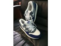 MENS NIKE TRAINERS SIZE 7 AS NEW