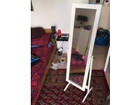 Stand alone, adjustable mirror