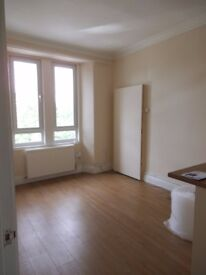 Bright and compact unfurnished second floor, 2 bed flat on London Rd, Meadowbank for rent