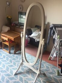 Dressing mirror on stand