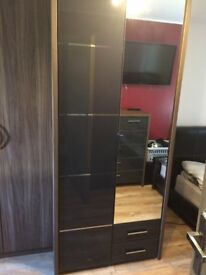 £500 only for lovely wardrobe and cupboard from Benson&beds only few mc old - looks like brand new
