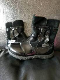 Kids shoes/boots