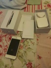 APPLE IPHONE 5S BRAND NEW CONDITION BOXED