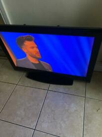 """32"""" HD TV (IMMACULATE CONDITION)"""
