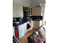 1 bedroom flat to rent. Rent includes water rates, heating and Wi-Fi. Lower Woodfield Road. Torquay