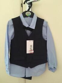 M&S suit age 4-5 bnwt