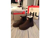 Hunter womens brown chelsea boots - size 5 NEW