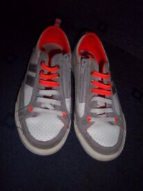 Older Boys Clarks White / Orange Trainers Size 1 G IP1