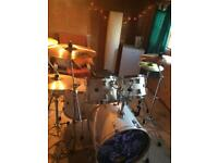 Sonor 5 piece drum kit like new
