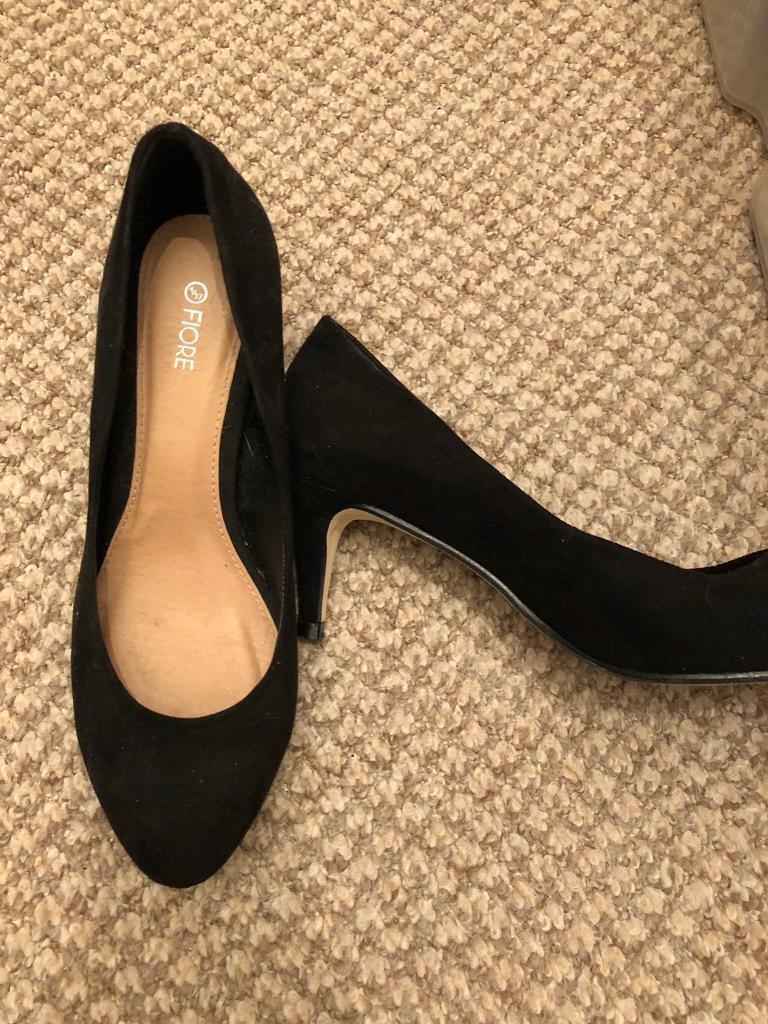 Size 4 black mid heel