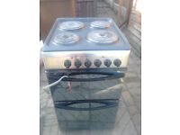 Electric indesit cooker with solid plate top