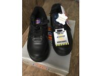 New with box Dickies Trainer steel toe work shoes size 5 Black