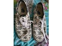 Brand new Vans size 7 Adults/Teens