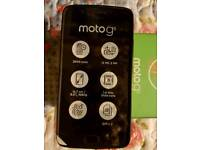 MOTO Gs PHONE OPEN NETWORK C0MES WITH BOX AND CHARGER